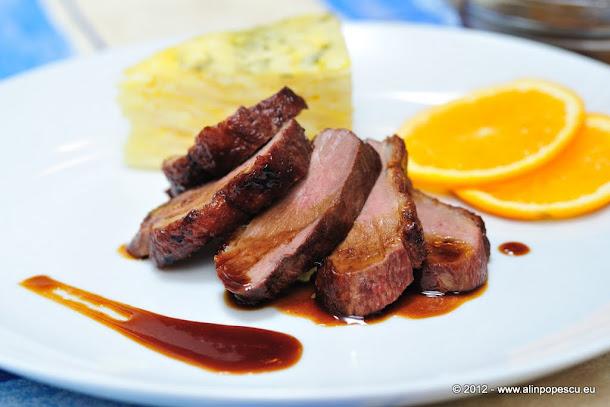 Blogul lui Cătă: Pulpe de rata confiate cu cartofi