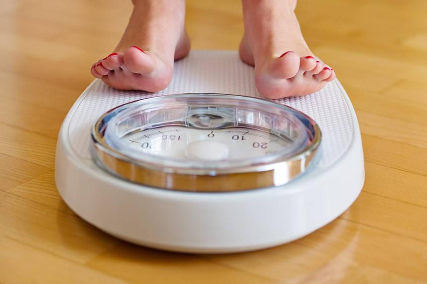 în picioare poate pierde în greutate slăbindu-se cu o singură bucată